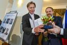 Ministr zahraničí Jakub Kulhánek (vpravo) předal 16. září 2021 v Praze tanečníkovi, choreografovi a pedagogovi Ivanu Liškovi cenu Gratias Agit za šíření dobrého jména České republiky v zahraničí.