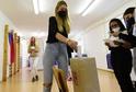 Studenti Střední odborné školy v Olomouci se zapojili 20. září 2021 do studentských voleb. Vybírali z politických stran, hnutí a koalic, které letos kandidují do Poslanecké sněmovny. Ve volební místnost se proměnila tělocvična školy, členy volební komise si zahráli jejich spolužáci z druhých ročníků.