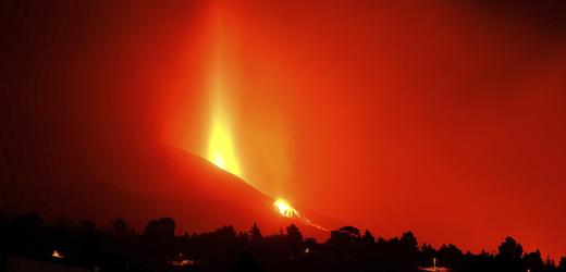 Lávový proud ze sopky Cumbre Vieja na Kanárských ostrovech.