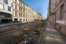 Oprava komunikace v ulici Koněvova v Praze.