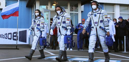 Ruský filmařský tým letí do vesmíru.
