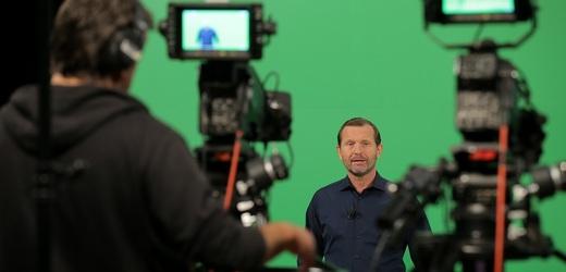 Nové studiu pořadu Týden podle Jaromíra Soukupa (na snímku moderátor pořadu Jaromír Soukup).