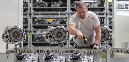 Výrobní hala Škoda Auto ve Vrchlabí.