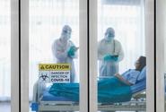 Některé nemocnice kvůli covidu opět zakázaly návštěvy a přidaly lůžka