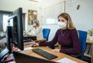 Respirátor na pracovišti (ilustrační foto).