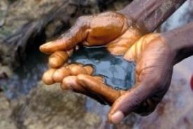 Ropa - pro mnoho byvatel Nigérie spíše prokletí.