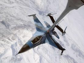 F-19 Falcon tankuje za letu nad Aljaškou.