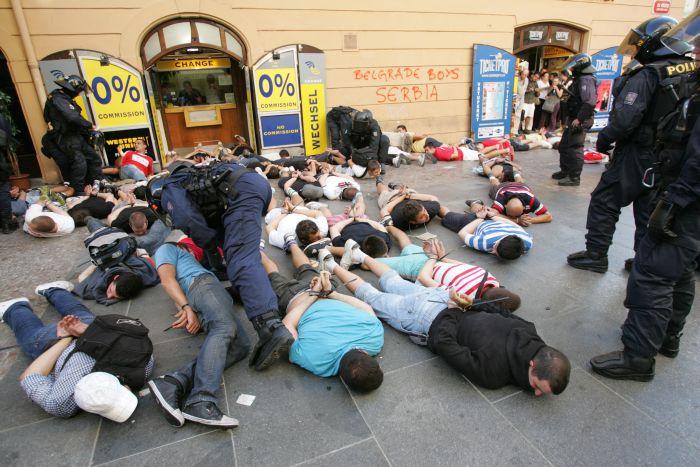 Výsledek obrázku pro foto bitky policie rowdies
