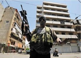 Bojovník šíitského Amalu, spojence Hizballáhu. Bejrút.