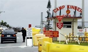 Vjezd do americké základny na Okinawě.
