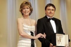 Jane Fondová a vítězný režisér Christian Mungiu