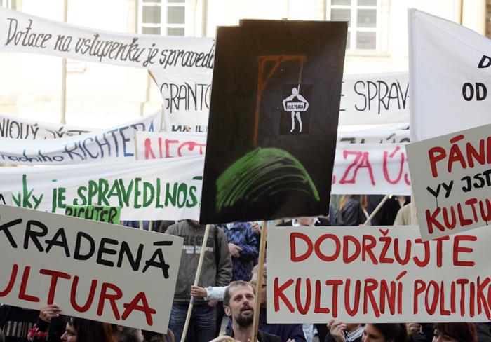 Co se to v Praze děje? (aneb divadelní lůza)