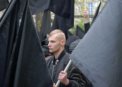 Neonacistů pochodovalo kolem osmi stovek.