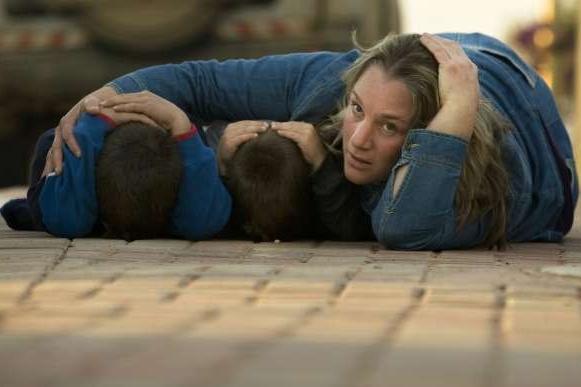 c697a9bf626 Matka s dětmi se kryje před raketami Hamasu na jihu Izraele. Sever ...