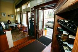 Restaurace Černý Kohout je součástí malebného areálu bývalého zemanského dvora vystavěného na samém kraji přírodní rezervace Prokopské údolí.