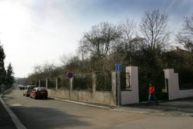 Zeleň v ulici Nad Octárnou by měla ustoupit stavbě výdechu z tunelu