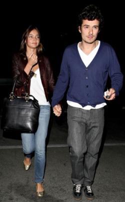 Orlando Bloom a supermodelka Miranda Kerrová jsou zasnoubení.