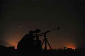 Perseidy jsou pozorovatelné i bez dalekohledu.