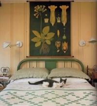 Přírodní barvy sluší i ložnici.