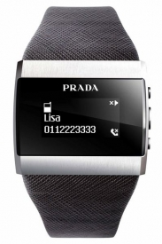 Na hodinkách lze přečíst SMS nebo zjistit, kdo volá.