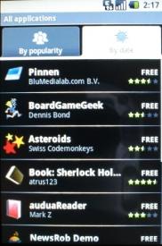 Aplikace lze stahovat prostřednictvím služby Android Market.