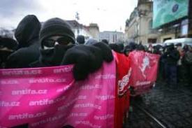10.11. Chaos v pražských ulicích a zatýkání nácka v bílé čepici