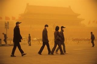 Hra na slepou ekologickou bábu na náměstí Tchien-an-men.