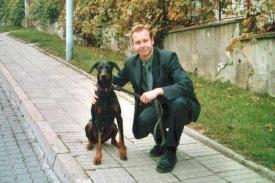 Poslanec Tejc se svým psem.