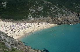 Anglické pojetí pláže - Pothcurno, Cornwall.